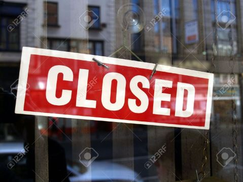 4635115-Closed-sign-in-a-shop-showroom-with-reflections-Stock-Photo-business